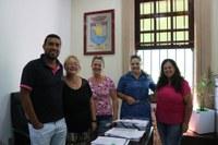 Integrantes do Grupo Bicho de Rua visitam a Câmara